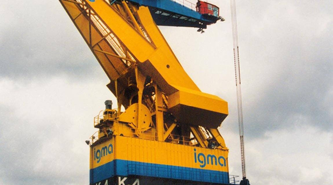 Kumera Crane Drives. Main hoist, Boom hoist, Trolley travel drives, Crane travel drives, Drop in replacements and components for all bands. Ship-to-shore Cranes, Rail Mounted Gantry Cranes, Straddle Carriers, Rubber Tyre Gantry Cranes, Double Boom Cranes, Single Boom Cranes, Goliath Gantry Cranes, Grab Unloader Cranes, Multipurpose Cranes, Overhead Travelling Cranes, Process Duty Cranes.